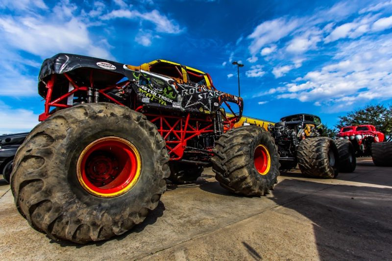 Monster Truck Tires >> Big Tires Big Fun Monster Trucks Come The Rogue Valley Rogue
